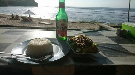 A earli dinner before sunset at the beach